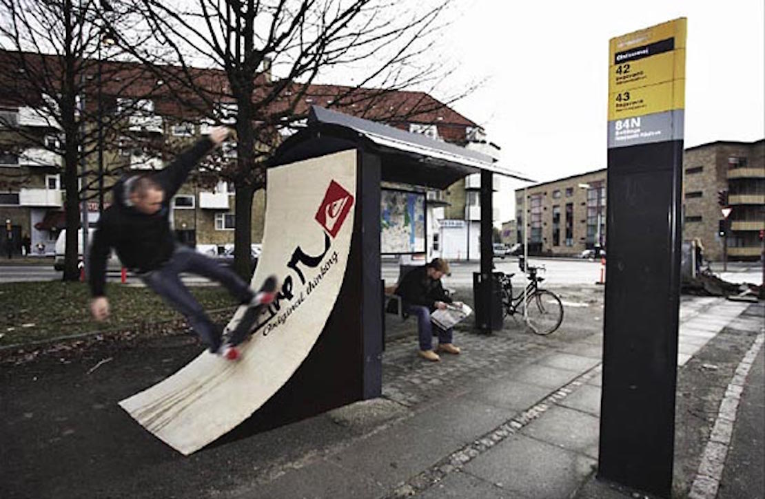 48 Fresh And Creative Bus Stop Advertisements That Will Blow Your Mind 19